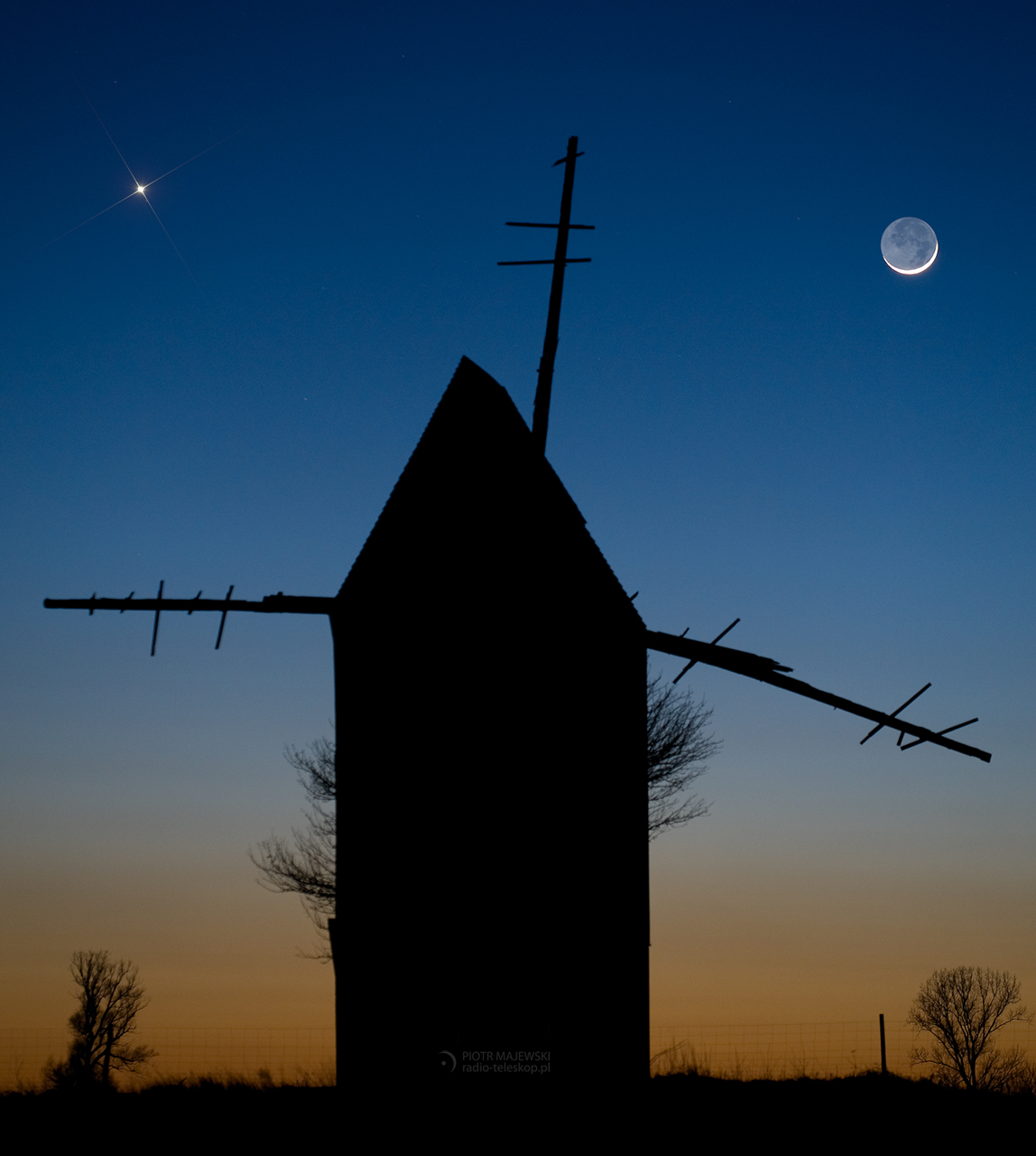 2011-03-06_Moon_Jupiter_windmill_new