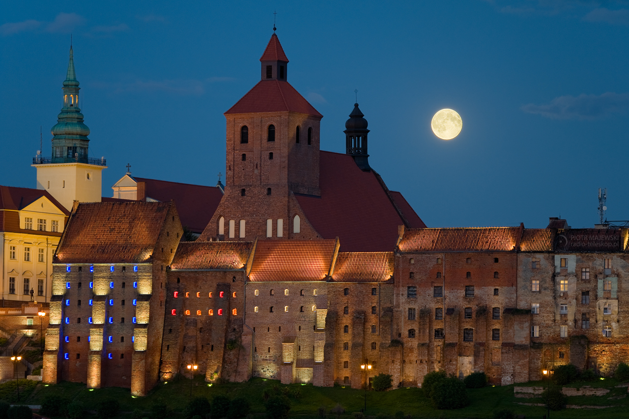 2011-09-13_Grudziądz_Moonrise_panorama