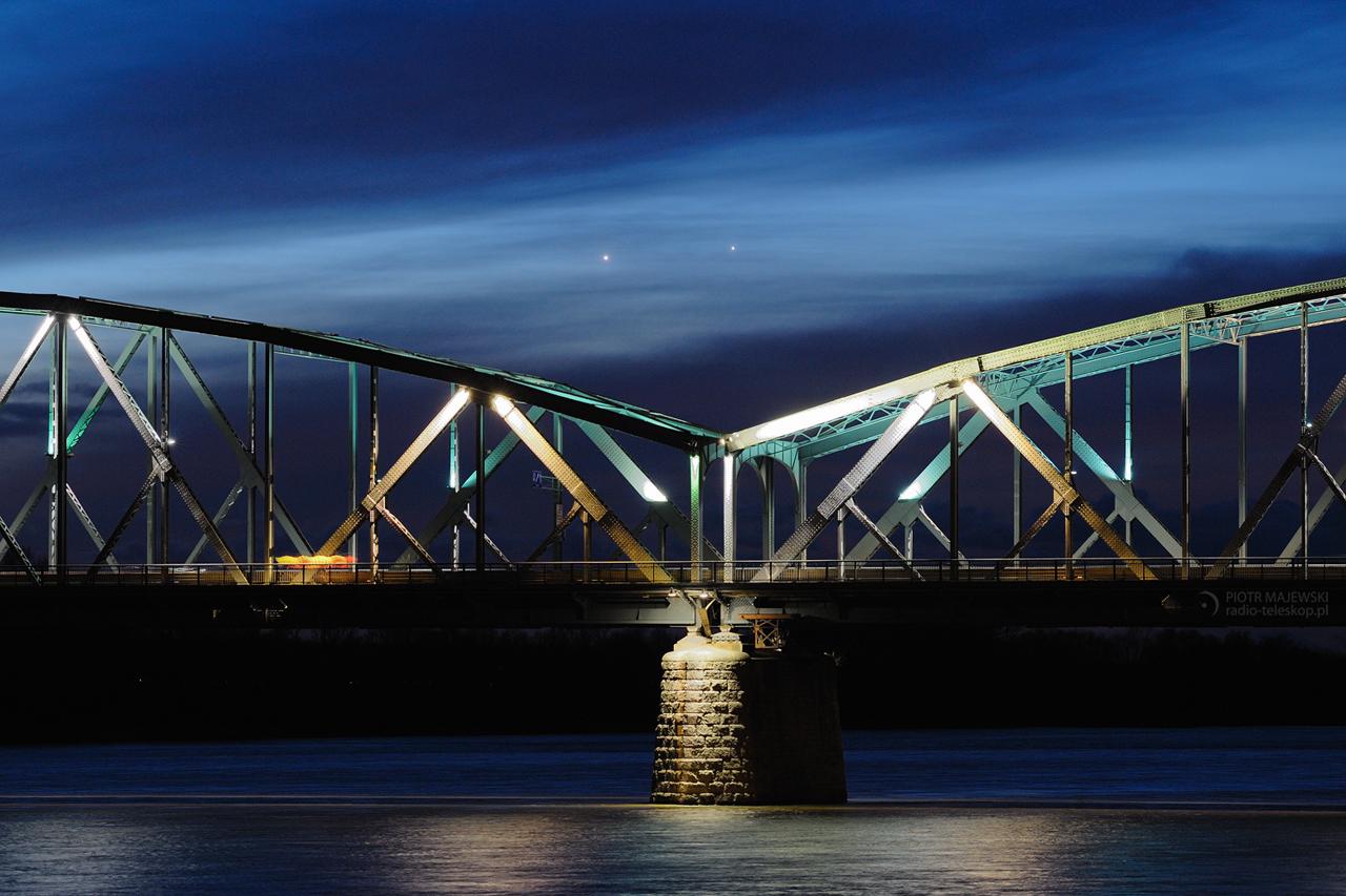 MOST MIĘDZYPLANETARNY 2.1. Wenus i Merkury nad mostem w Toruniu.