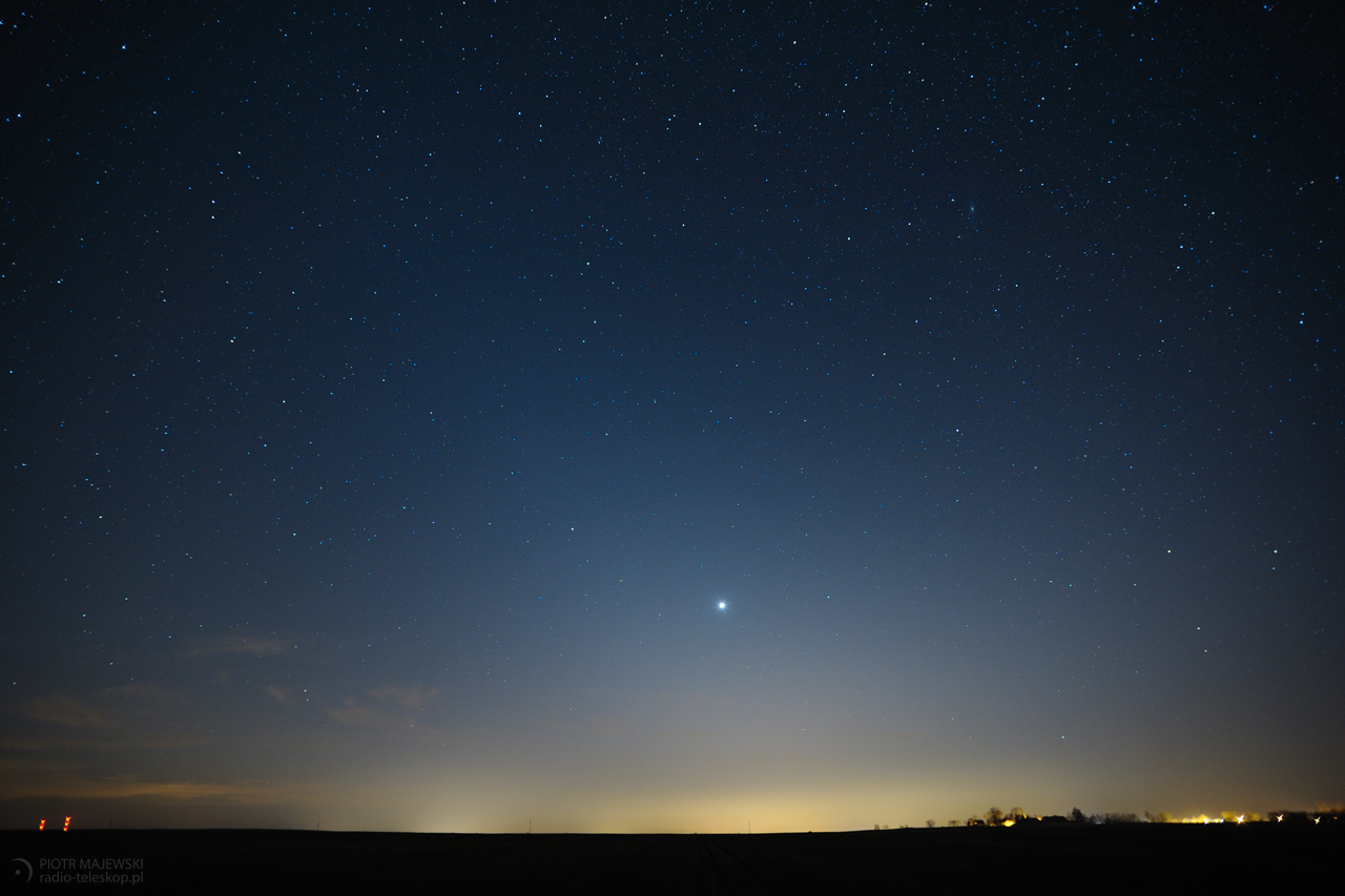 KOSMICZNY PYŁ. Wenus i światło zodiakalne.