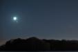 BLISKIE SPOTKANIE. Księżyc i Aldebaran w złączeniu sfotografowane 21 kwietnia 2015 roku.