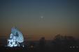 PRZESŁANIE POSŁAŃCA. Merkury nad radioteleskopami CA UMK sfotografowany 24 marca 2017 roku.