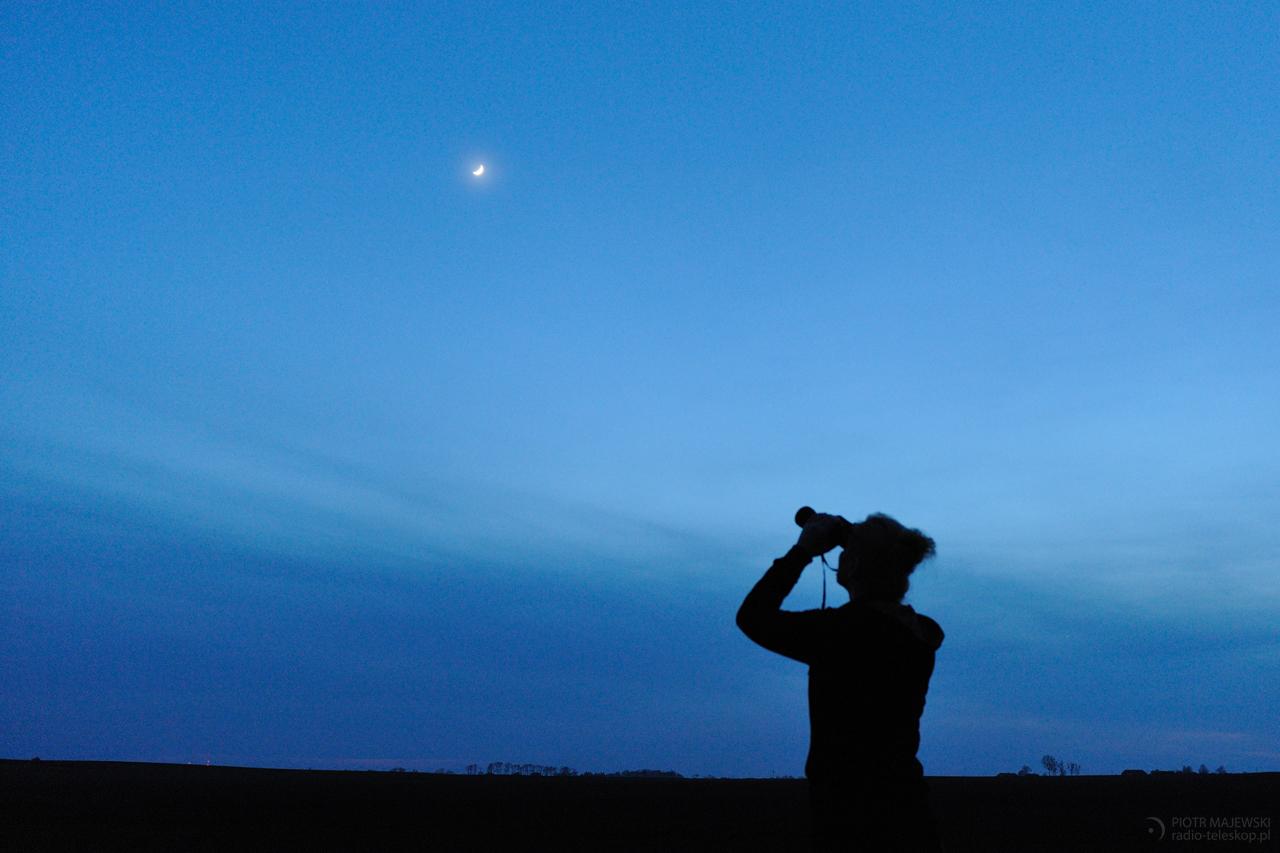 SKY WATCHER. Młody Księżyc w trakcie obserwacji sfotografowany 31 marca 2017 roku.