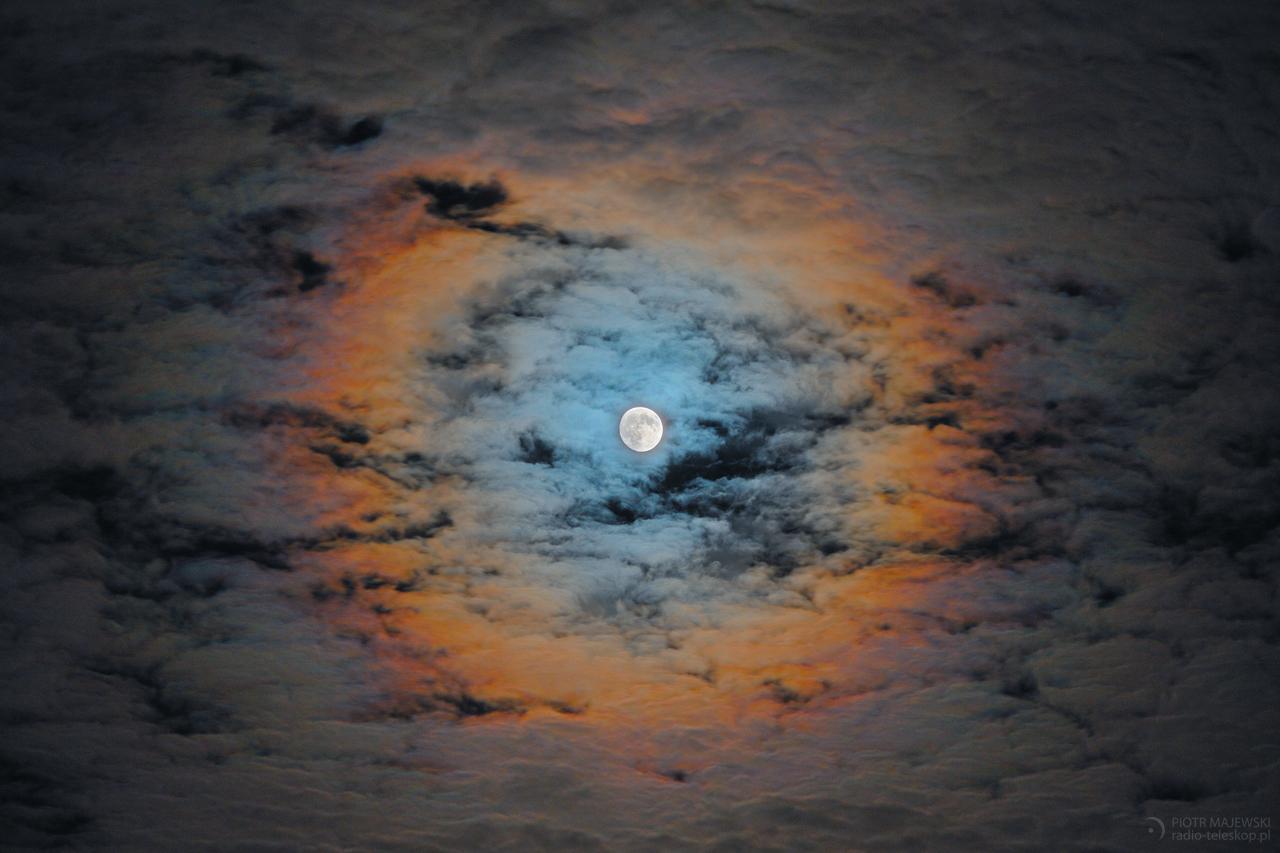 UKORONOWANIE KSIĘŻYCA. Księżycowa korona (wieniec, lisia czapa).