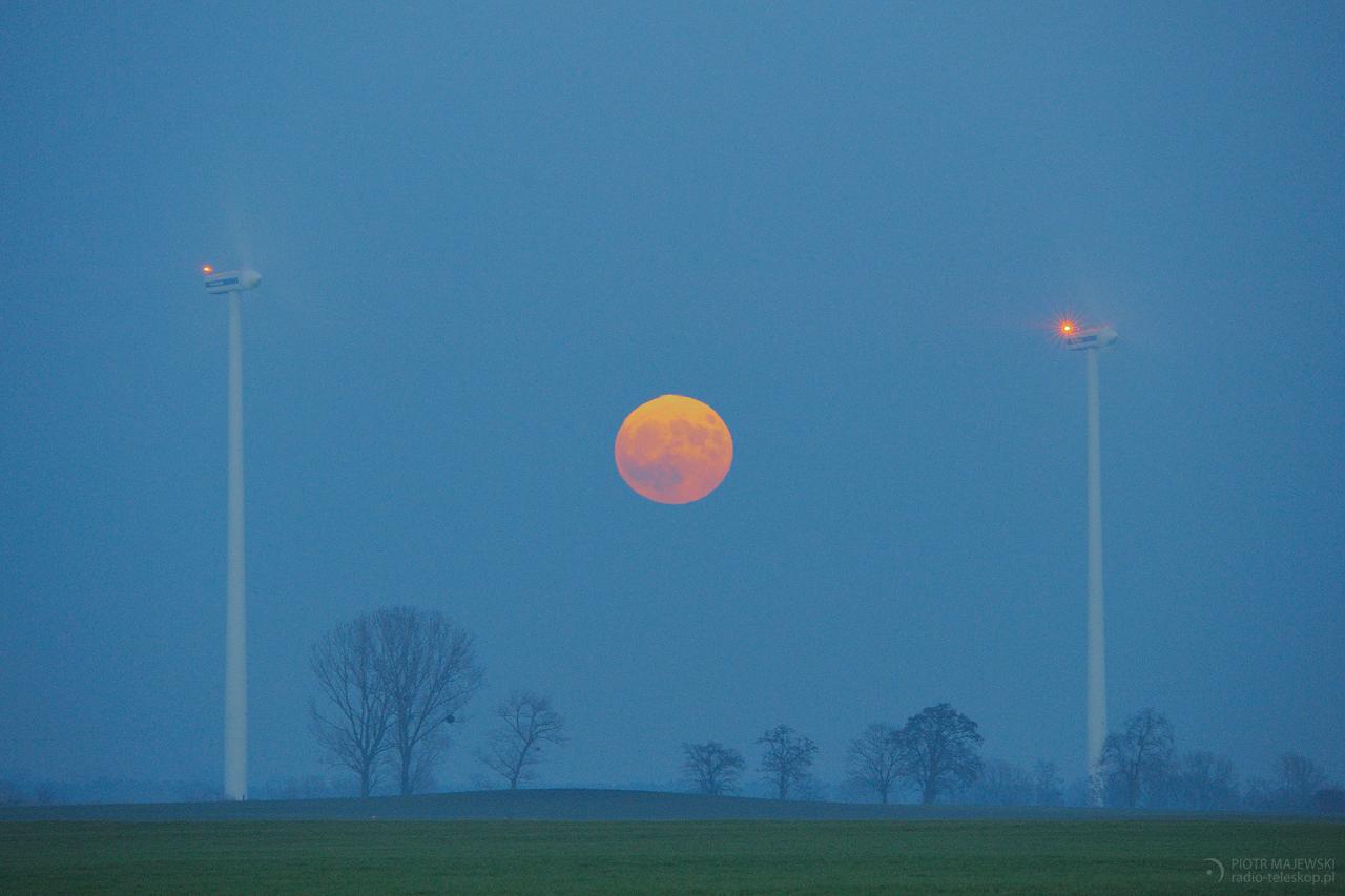 SUPERKSIĘŻYC KRĘCI. Superksiężyc 3 grudnia 2017 roku.