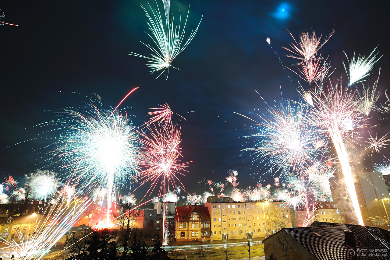 KSIĘŻYCOWE FAJERWERKI. Noworoczne fajerwerki 1 stycznia 2018 roku w świetle Księżyca.