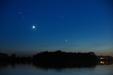 BOGINIE I NIMFY. Księżyc, Wenus, Hiady i Plejady nad Jeziorem Gopło.