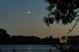 SCHADZKA NAD JEZIOREM. Księżyc i Wenus w złączeniu nad Jeziorem Gopło.