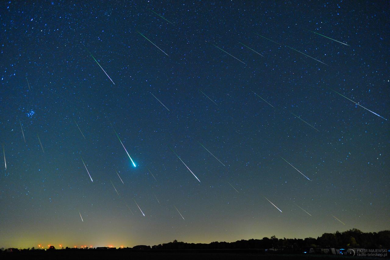 DESZCZ PERSEIDÓW. Deszcz meteorów z roju Perseidów.