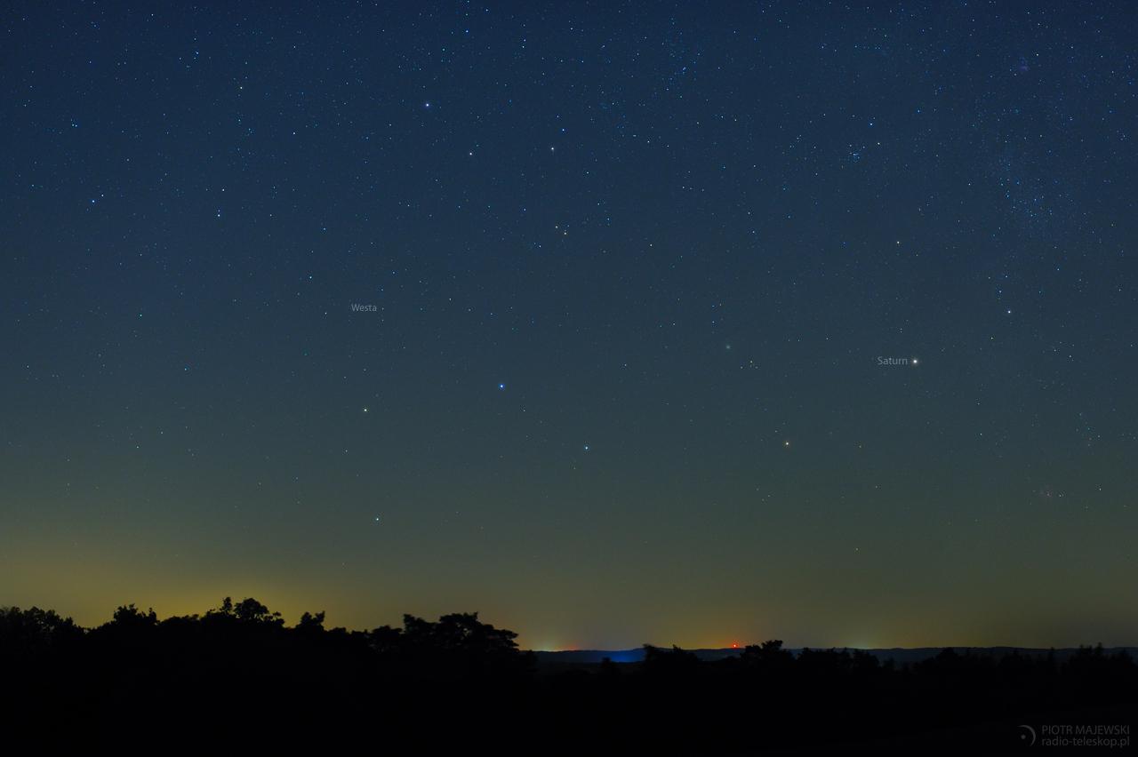 PLANETOIDA WESTA. Planetoida Westa w towarzystwie Saturna.