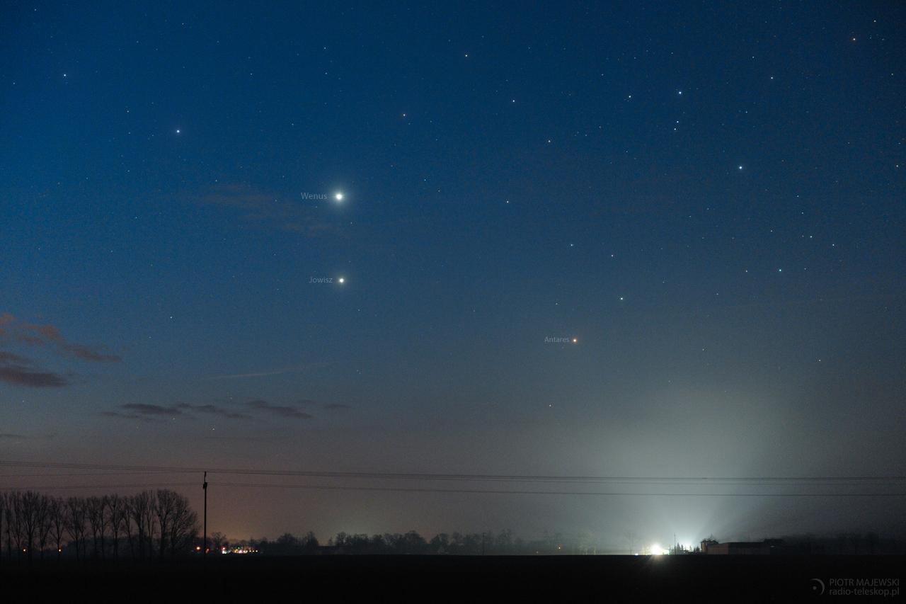 PORANNE TRIO. Wenus w złączeniu z Jowiszem i Antaresem.