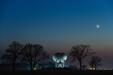 GRA ŚWIATEŁ. Światło popielate Księżyca i radioteleskop w Piwnicach.