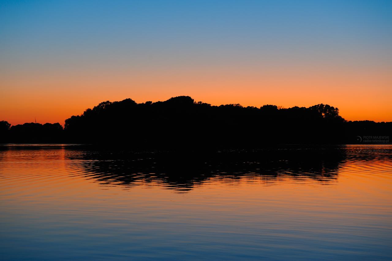 WULKANICZNY ZACHÓD 02. Zachód Słońca nad Jeziorem Gopło.