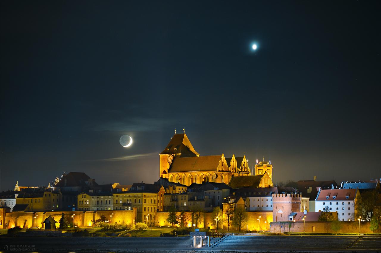 SATELITY TORUNIA. Księżyc i Wenus 26 kwietnia 2020 roku.