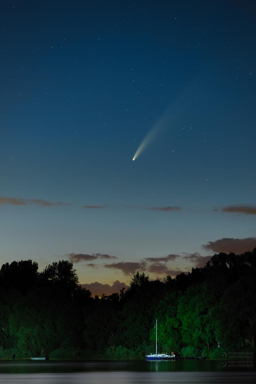 KOSMICZNA ŻAGLÓWKA. Kometa C/2020 F3 NEOWISE nad Jeziorem Gopło.