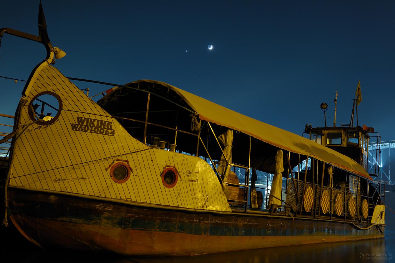 PARA NA STATEK. Księżyc i Wenus w złączeniu.